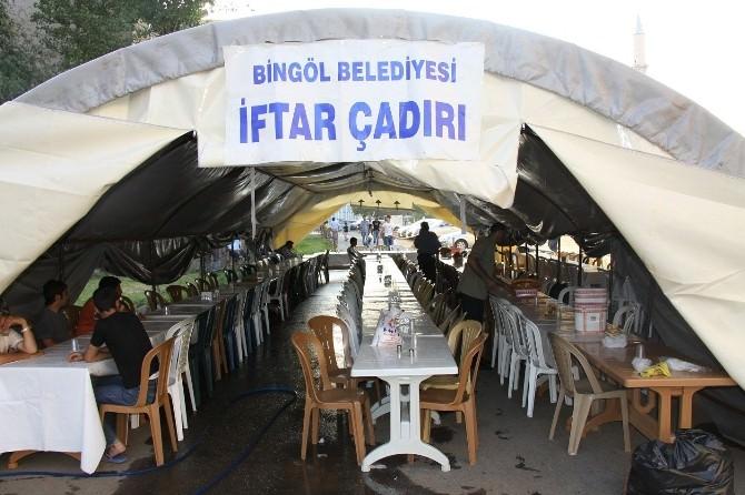 Belediye 600 Kişilik Ramazan Çadırı Kurdu