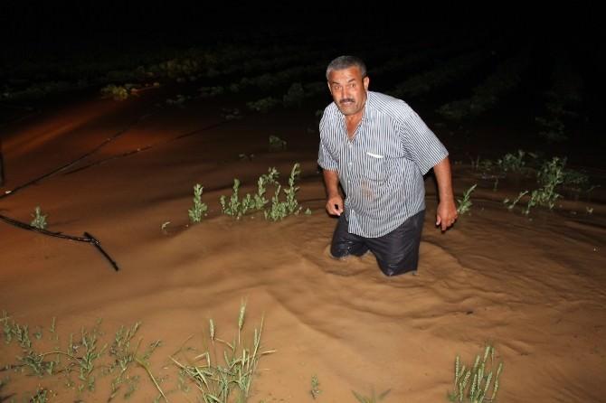 Tarlasını Su Basan Çiftçi Yolu Trafiğe Kapattı