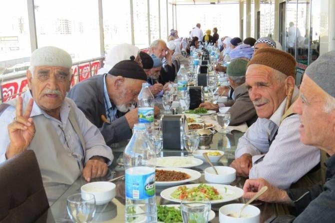 Belediye Yaşlılara Gezi Düzenlendi