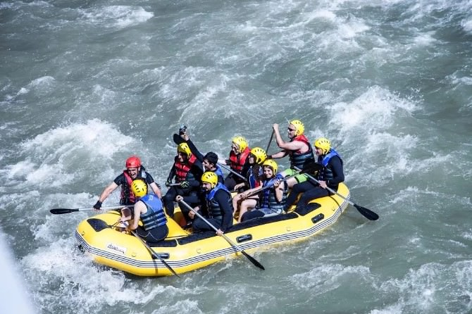 Zap Suyu'nda Rafting Coşkusu