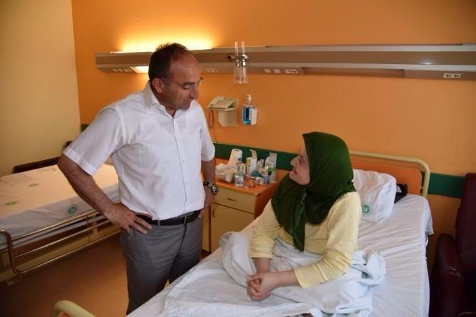Başkan Üzülmez, Kartepeli Hastaları Ziyaret Etti