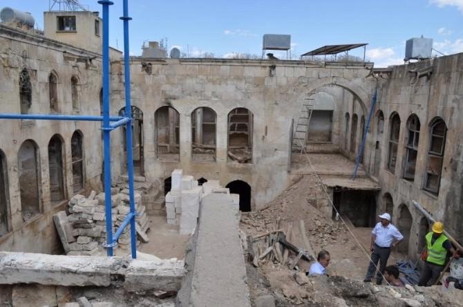 Tarihi İslam Bey Konağında Restorasyon Sürüyor