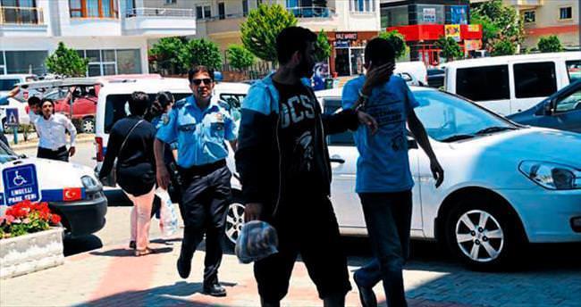 2 şişe içki çalıp tutuklandılar