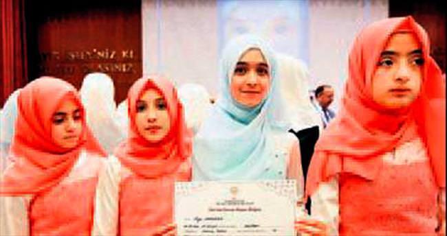 Suriyeli yetimlerin mezuniyet coşkusu