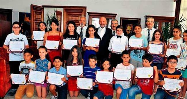 Burs alan öğrenciler Dr. Günsel'i ziyaret etti