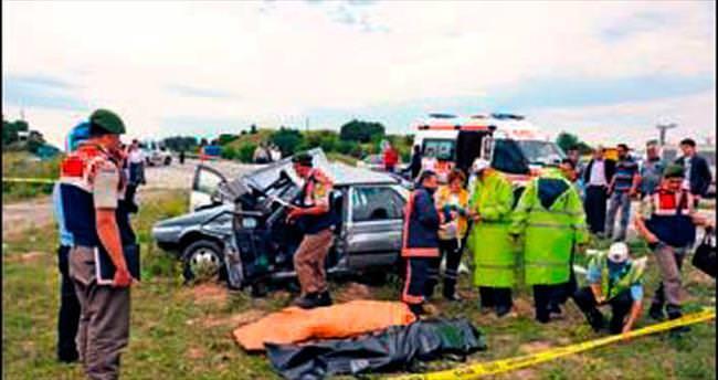 Cenaze yolunda kaza: 3 ölü, 5 yaralı