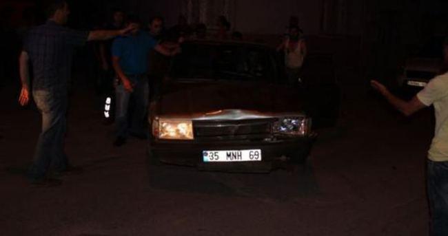 Manisa'da otomobil yayalara çarptı: 4 yaralı