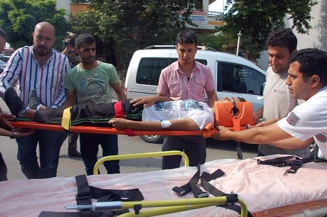 Adıyaman'da Motosikletle Bisiklet Çarpıştı: 2 Yaralı