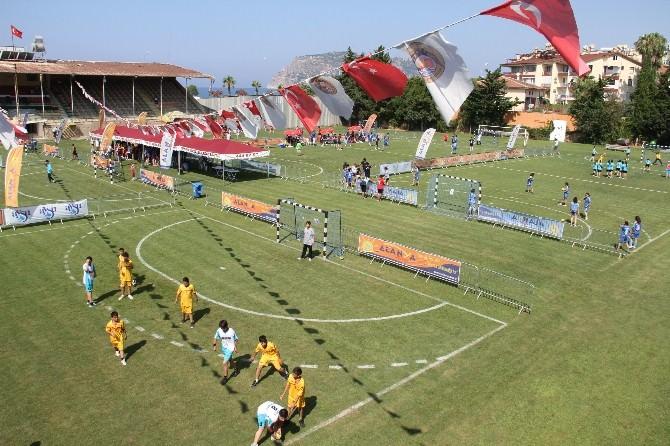 Alanya'da Hentbol Şenliği Başladı