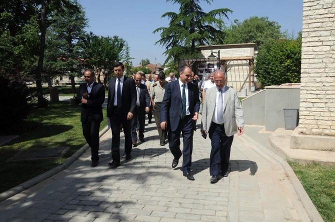 Vali Özkan, İslamköy'de Cenaze Hazırlıklarını İnceledi