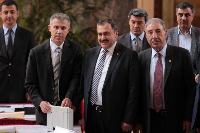 Bakan Eroğlu Ve Bakan Bozkır Meclis'te Kayıtlarını Yaptırdı