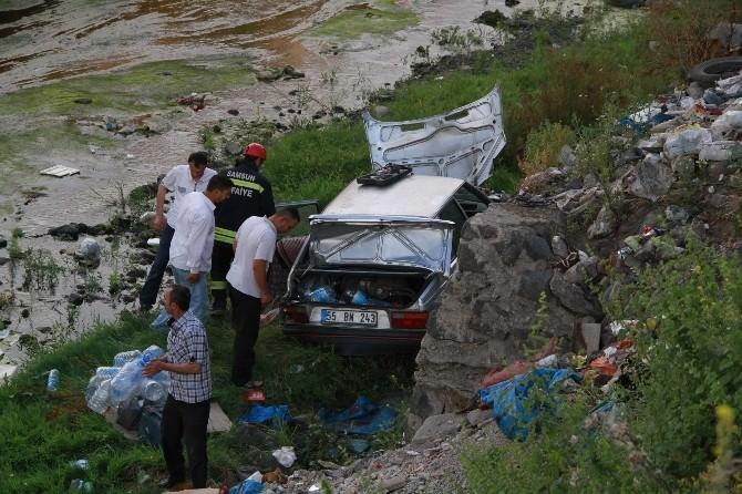 Samsun'da Otomobil Dereye Uçtu: 1 Yaralı