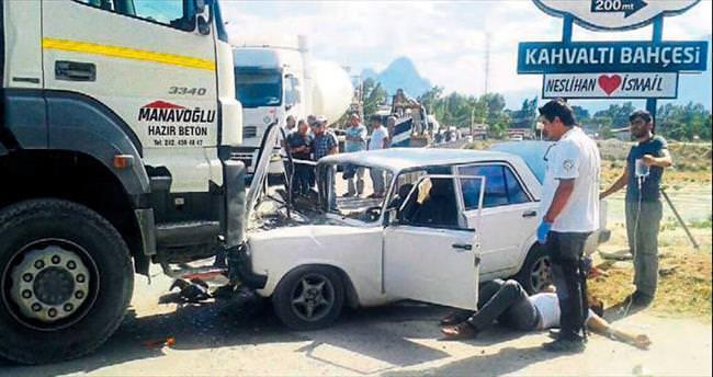 Otomobil kamyona çarptı 2 kişi yaralandı