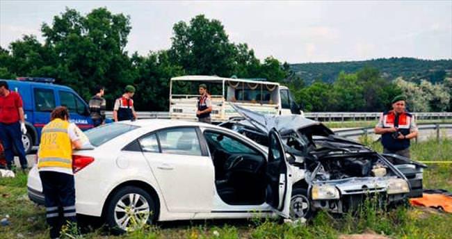 Cenaze yolunda feci kaza