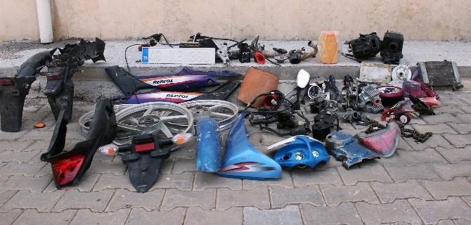 Parçalanmış Motosikletler Ele Geçirildi