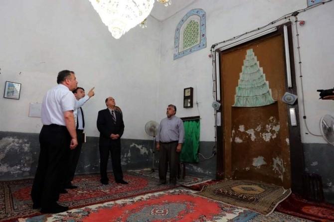 Vali Çomaktekin'den Restore Edilecek Camide İnceleme