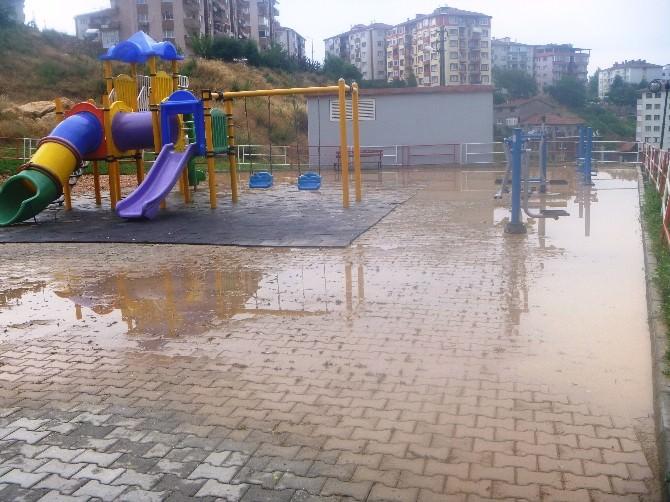 Bilecik'te Şiddetli Yağış Sonrası Parkı Sel Aldı