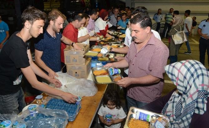 Bursalılar, BTSO İftar Sofralarında İlk Oruçlarını Açtı