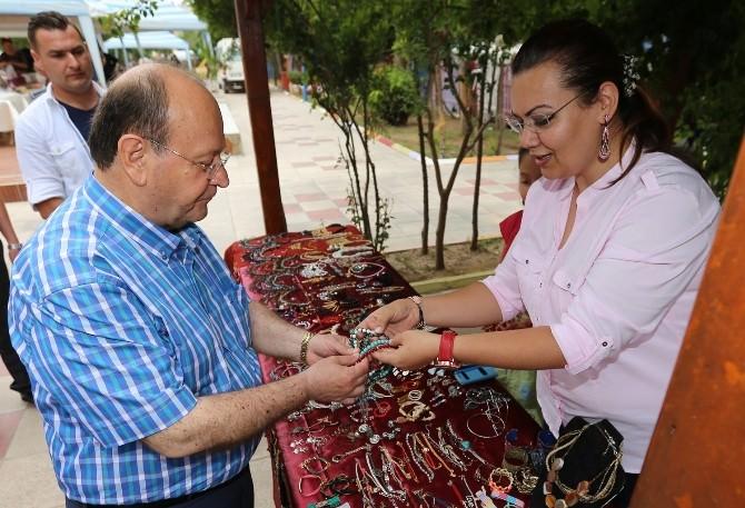 """Başkan Özakcan; """"El Emeği Çok Değerlidir"""""""