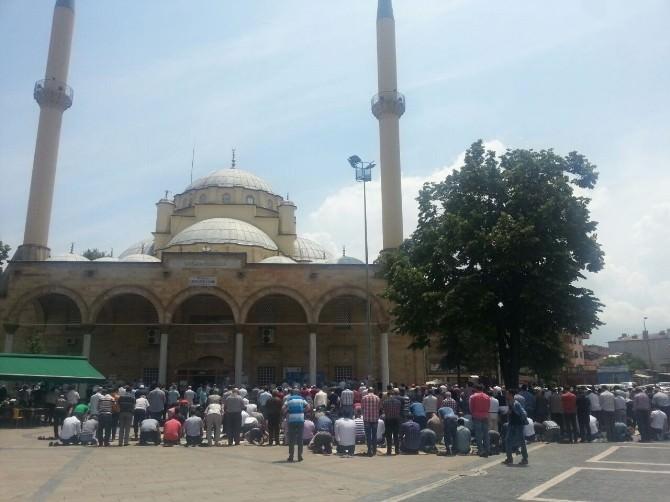Düzce'de Ramazan Ayının İlk Cumasında Camiler Doldu Taştı