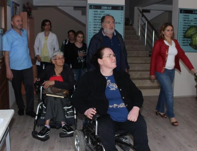 Engelli Öğrencilere Kıyafet Yardımı