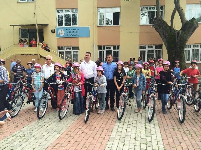 Kartepe'de Bisikletini Almayan 5. Sınıf Öğrencisi Kalmadı