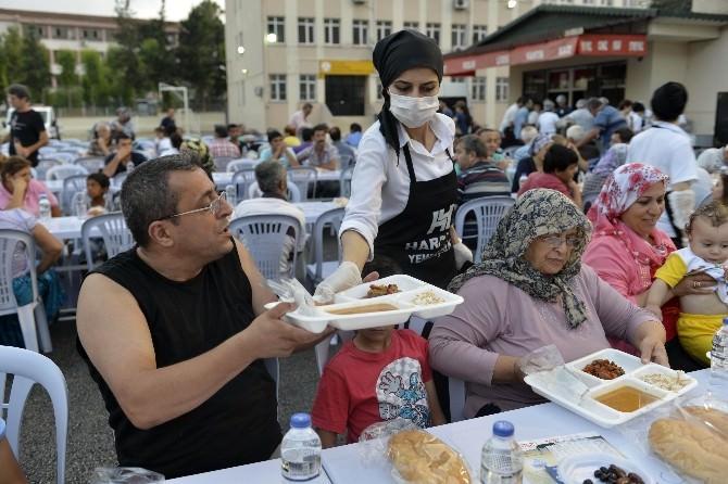 Büyükşehir Belediyesi 6 Noktada İftar Çadırı Kurdu