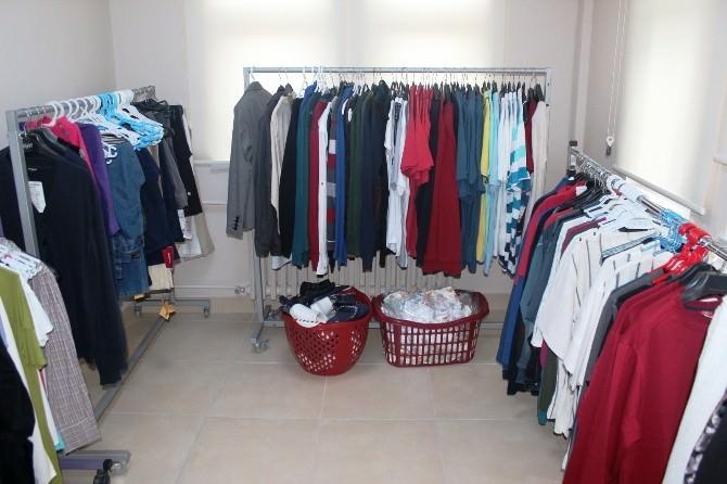 Kızılay'dan İhtiyaç Sahiplerine Giyim Yardımı
