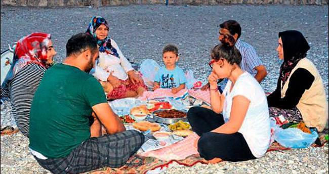 Akdeniz'de iftar vakti