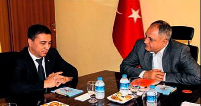Türkmen yetkili EXPO'yu inceledi