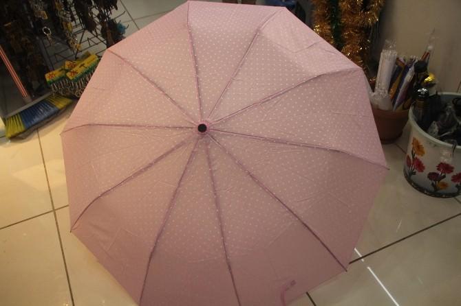 Yağmur Şemsiye Satıcılarının Yüzünü Güldürdü