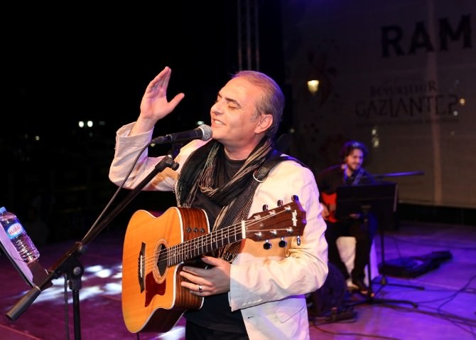 Sanatçı Aykut Kuşkaya Gaziantep'te Konser Verdi