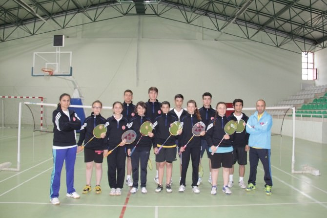 İşitme Engelliler Badminton Milli Takımı Çatalzeytin'de Kamp Yapıyor