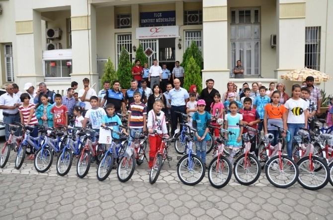 Ödemiş Emniyetinden Başarılı Öğrencilere Bisiklet