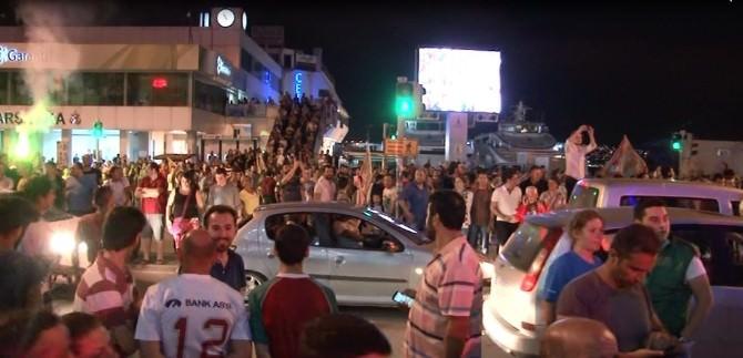 İzmir'de Karşıyaka'nın Şampiyonluğu Büyük Coşkuya Sahne Oldu