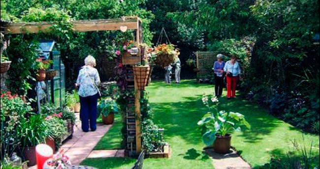 Evlerin bahçe kapıları açıldı