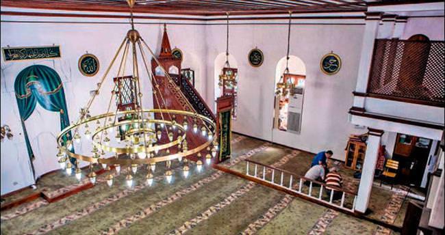Sümbül Efendi Camisi'nde yatan üç sultan