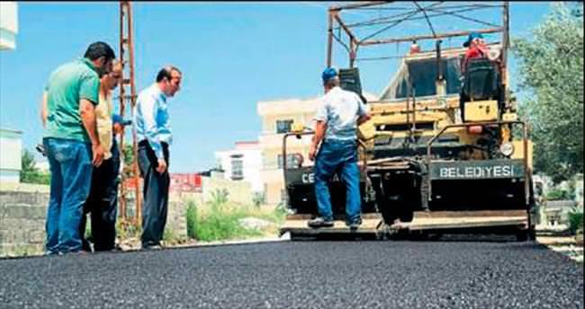 Ceyhan'da yollar asfaltlanıyor