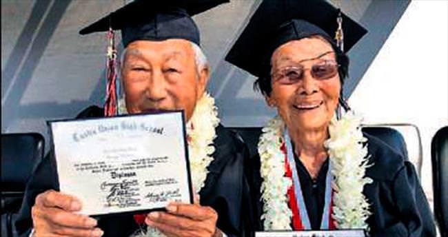 72 yıl sonra, lise diploması aldılar