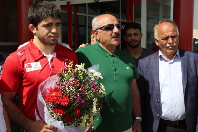Avrupa Yaz Spor Oyunları'nda 3. Olan Yakup Erzurum'da Coşkuyla Karşılandı