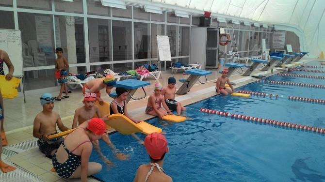 Karamanlı Çocuklar Yazın Tadını Yüzerek Çıkarıyor