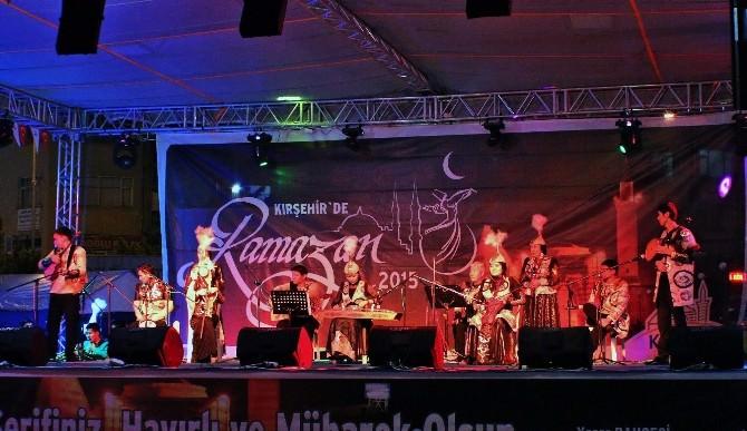Kazak Folklor Ekibinin Gösterisi Büyük İlgi Gördü
