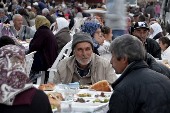 Ramazan Sofraları Han Ve Mahmudiye'de Kuruldu