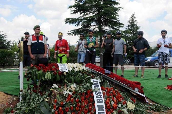 Babalar Günü'nde Demirel'in Mezarına Ziyaretçi Akını