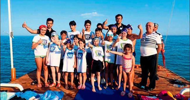Yüzücüler kampta