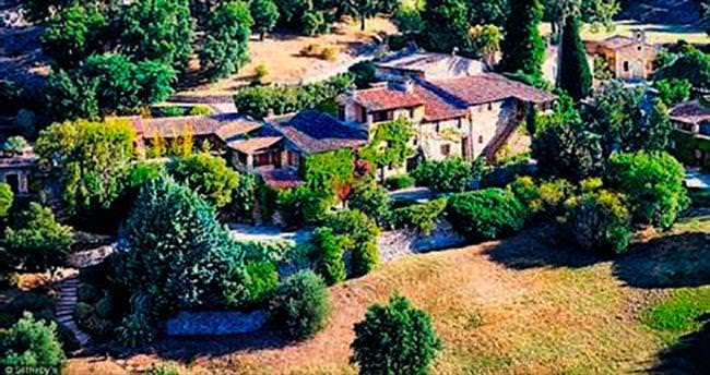 23 milyon euroya satılık köy evi