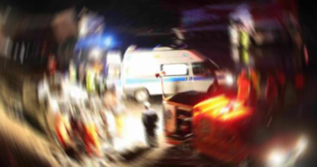 Afyon'da minibüs otomobille çarpıştı