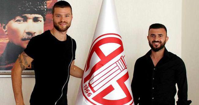 Celustka ve Rıdvan Şimşek, Antalyaspor'a imza attı