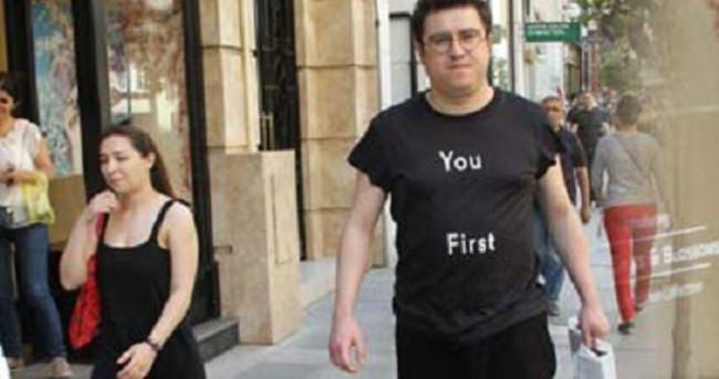İbrahim Büyükak çocukluk aşkına özel tişört giydi