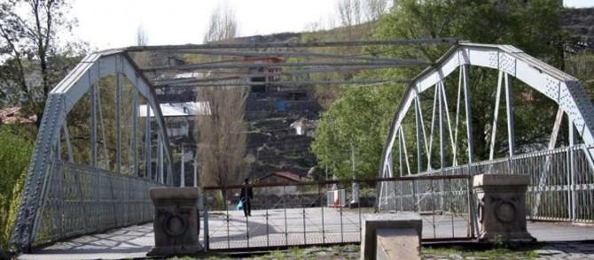Demir Köprü'de Tehlike Çanları Çalıyor